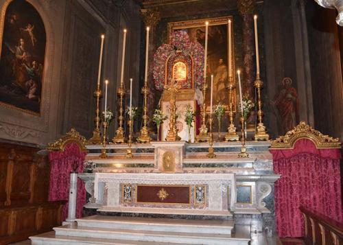 Altare con Beata Vergine della Salute