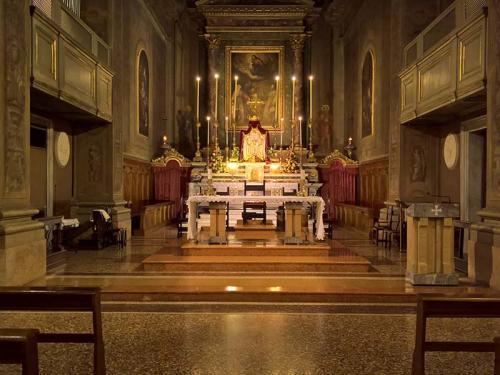 Interno chiesa di S Maria della Carità